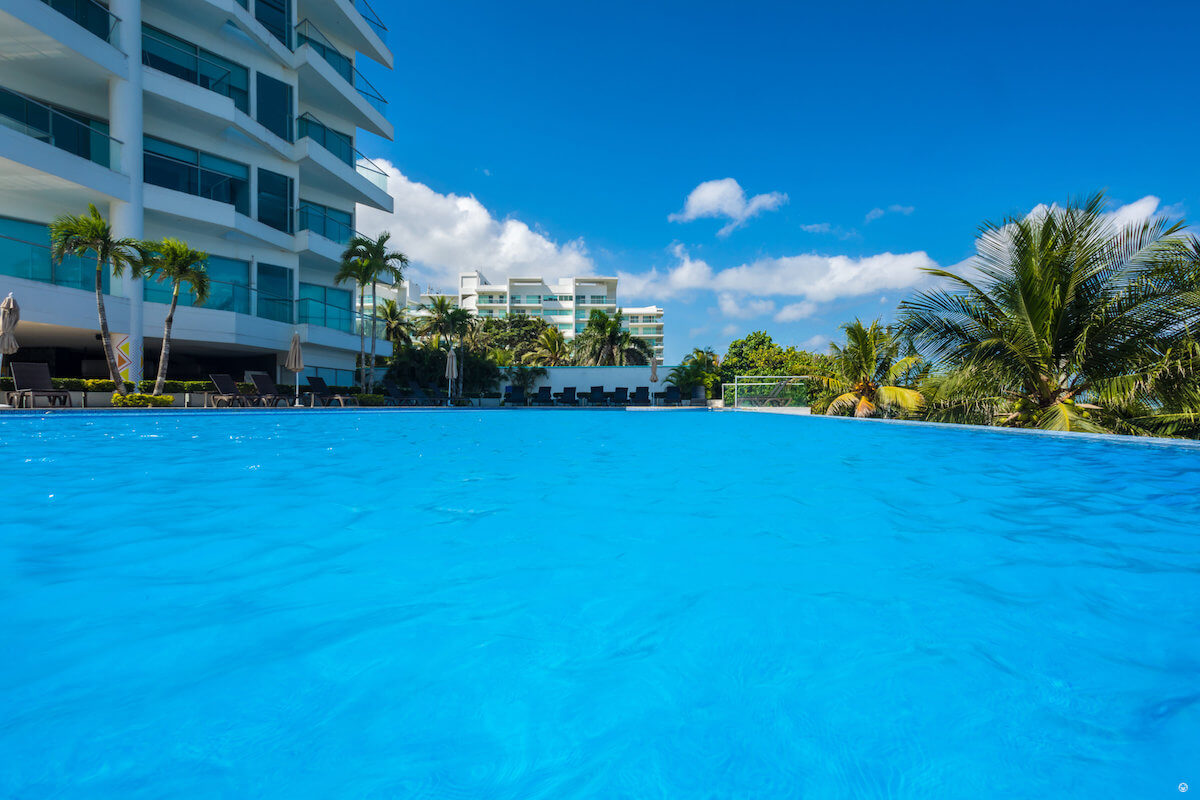 Outdoor swimming pool Sonesta Hotel Cartagena